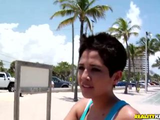 Kaakit-akit latina dalaga abby pick up a kaakit-akit dyde