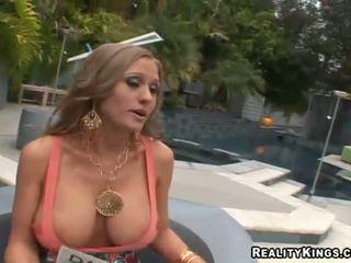 Abby rode fucking lên và getting rewarded vì giới tính