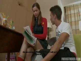 Fierbinte adolescenta inpulit de ei tutore
