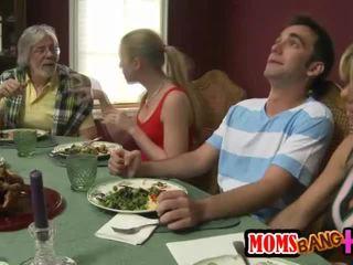 Οικογένεια dinner οικογένεια σεξ με kristal summers
