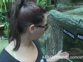 Vous foutre sur espérer howell's lunettes sur vacances en malaysia
