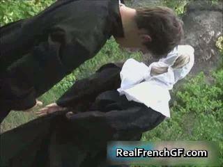 Slutty français nonne baisée extérieur porno