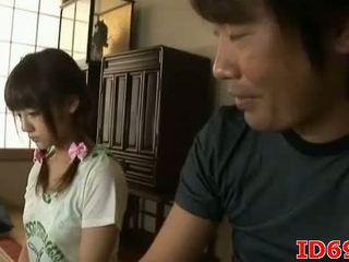 Hapon av modelo gets fingered