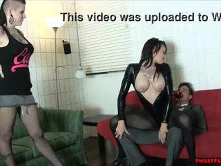 Gótica gaja e quente amigo ballbusting rosto sitting lésbicas