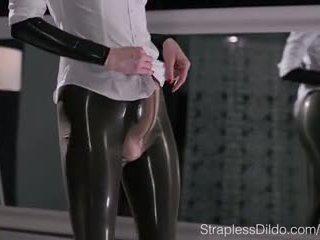 Maria pie в латекс колан с пенис cums
