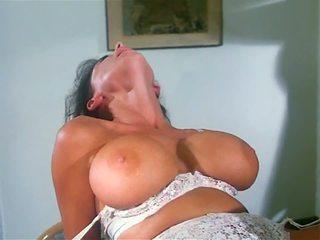 Sarah 年轻: 自由 肛交 高清晰度 色情 视频