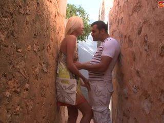 Blondin tonårs fucks turist i alley