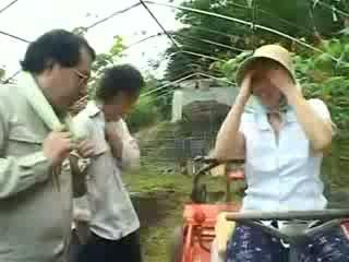 アジアの 村 女性 gets 乱用し ビデオ