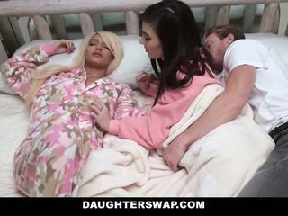 Daughterswap - swapped un fucked laikā sleepover