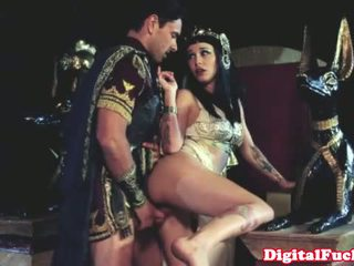 Cleopatra трахання інший roman dude