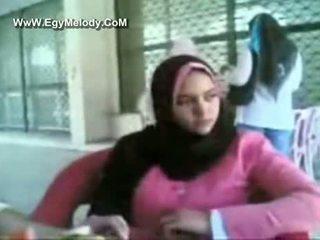 Muslim perempuan showers di camera v