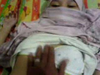 Aziatike vajzë në hijab ledhatim & preparing në kam seks
