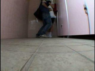 Jovem jovem grávida molested em schooltoilet