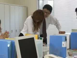 Tokyo sekretare nga tokyo me bythë qumësht