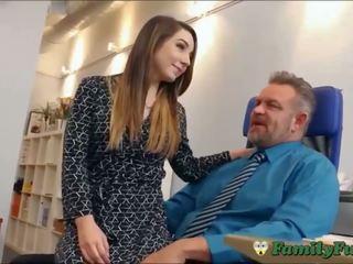 Meita bambi brooks slutty sekretāre pieredze ar stepfather