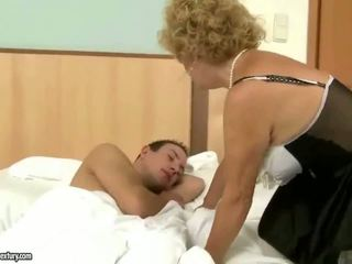Abuelo fucks abuela duro al aire libre