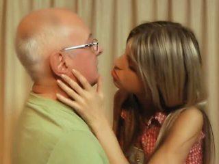 श्यामला, छरहरा, चुंबन