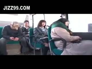 Søt daugh ter knullet av buss geek nearby mo ther