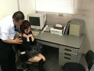 黑妞, 日本, 偷窺