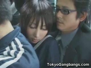 Naive mekdep gyzy in tokyo awtobus!