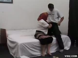 Gendut perempuan tua wants puss filled dengan perempuan meat
