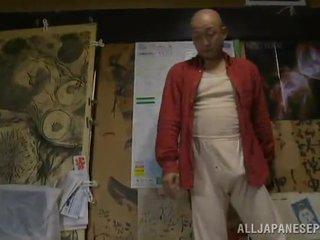 Bigtitted milf has shaged oleh dia bald hubby di sebuah kamar tidur