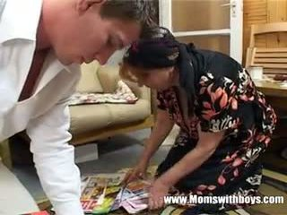 แก่แล้ว ผู้หญิง rewards เด็กผู้ชาย สำหรับ การทำความสะอาด