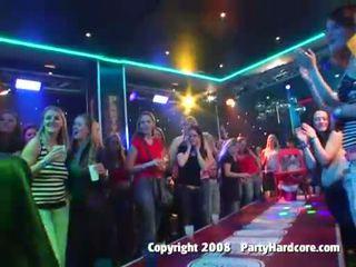 Sauvage fête filles brutally baisée en la club