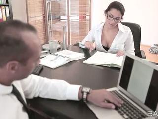 Krūtinga valentina nappi pakliuvom iki jos bosas