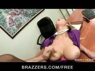 חרמן big-tit בלונדינית office-slut כוכבת פורנו abbey brooks fucks זין