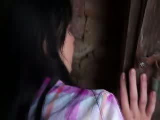 Innocent mudel gets raske panemine sisse vana cellar