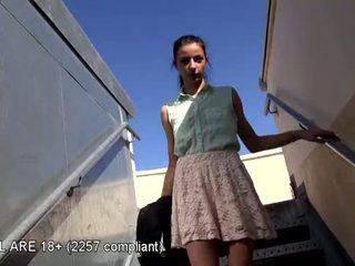 Encantador jovem grávida primeiro vídeo casting