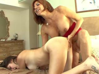 Tettona matrigna seduces giovanissima in pussylicking: gratis porno a7