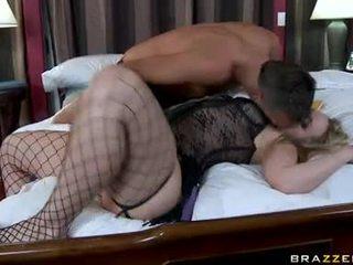 To butted alexis texas slurps trên cô ấy husbands pecker