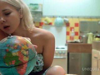 Monroe discovering a novo svet