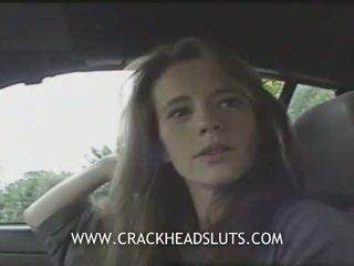 Insane crackhead awam menghisap zakar dalam yang kereta