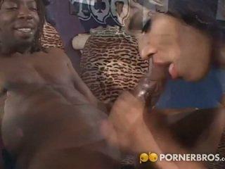 Phat ass of ebony bounces on gigantic black dick