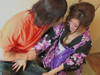 Cantik geisha gets beliau faraj licked oleh randy hunk
