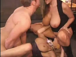 Гаряча kelly madison і michelle b gets їх солодка кицьки hammered жорсткий