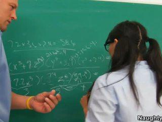 Asa akira yra banged iki mokytojas už bučiavimasis jo humps