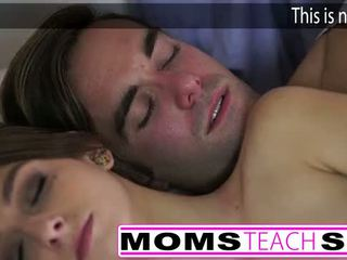 热 妈妈 和 步 儿子 他妈的 年轻 女朋友