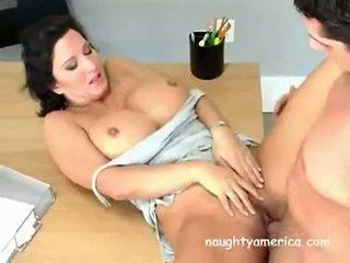 Bystiga momen jag skulle vilja knulla baben cynthia pendragen acquires henne muff slammed hård på den bord