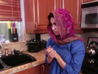 Arab jovem grávida ada gets um warm cona cream