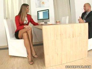 Jennifer batu setiausaha seks kaki