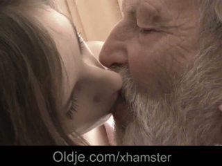 Nonno enorme vecchio cazzo bocca sborrata medicine per malato