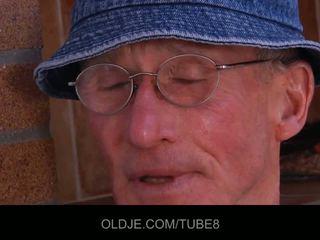 Старий пеніс gets a мінет еротичне стимулювання до the спеціальний поїздка