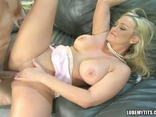 Bustylicious abbey brooks spreads тя twat широк и enjoys на хуй в тя