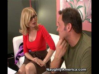 Erotikus bevállalós anyuka nina hartley teszi sons buddy van laid neki barna szem mert egy film szerep