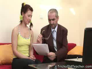 Lustful učitel uncorks jeho student's virgin prdel