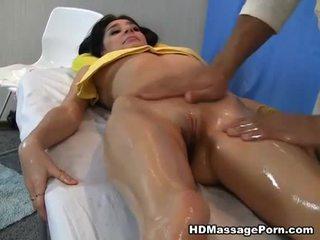 Масаж leads към горещ секс